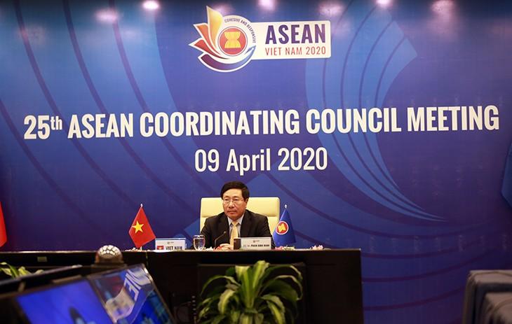 Phó Thủ tướng, Bộ trưởng Ngoại giao Phạm Bình Minh, Chủ tịch Hội đồng Điều phối ASEAN đã chủ trì Hội nghị. Ảnh: VGP