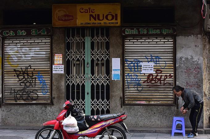 Hàng quán tại Hà Nội đồng loạt đóng cửa phòng dịch.
