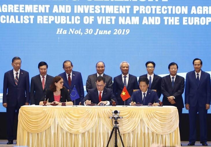 Thủ tướng Nguyễn Xuân Phúc chứng kiến Lễ ký Hiệp định Thương mại tự do (EVFTA) chiều 30/6/2019. Ảnh: TTXVN