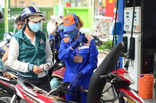 Giá xăng tiếp tục được điều chỉnh giảm từ 15h00 chiều nay (13/4)