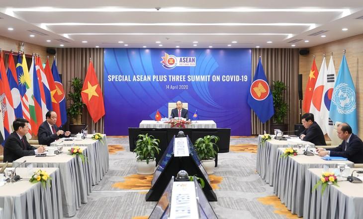 Thủ tướng Nguyễn Xuân Phúc chủ trì Hội nghị Cấp cao đặc biệt trực tuyến ASEAN+3 về ứng phó dịch bệnh COVID-19. Ảnh: VGP