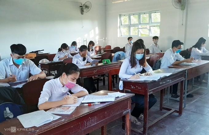 Mỗi bàn chỉ một học sinh