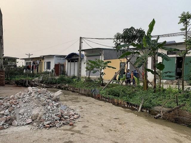 Tình trạng phân lô bán nền tràn lan ở nhiều địa phương nhưng việc xử lý của chính quyền còn chưa triệt để, tiềm ẩn những nguy cơ xấu cho thị trường bất động sản và xã hội.