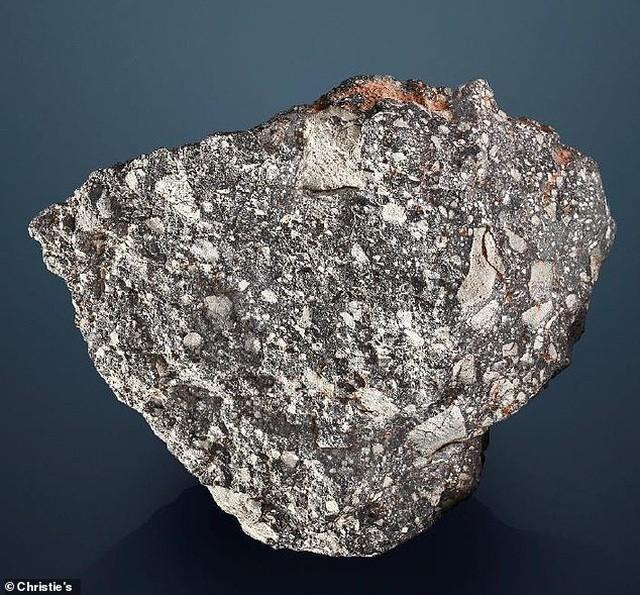 Mảnh đá mặt trăng 30lbs này có thể lên tới 2 triệu bảng Anh (hơn 58 tỷ đồng)