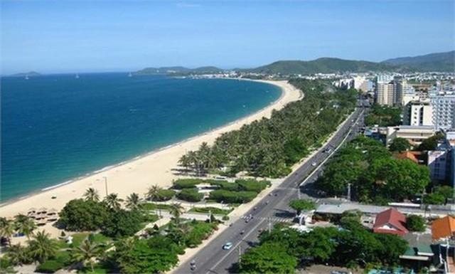 """Những cá nhân, doanh nghiệp này đang sở hữu, """"núp bóng"""" sở hữu và thuê của UBND thành phố Đà Nẵng tại các vị trí: Dọc các khu đô thị ven biển; ven tường rào sân bay Nước Mặn."""