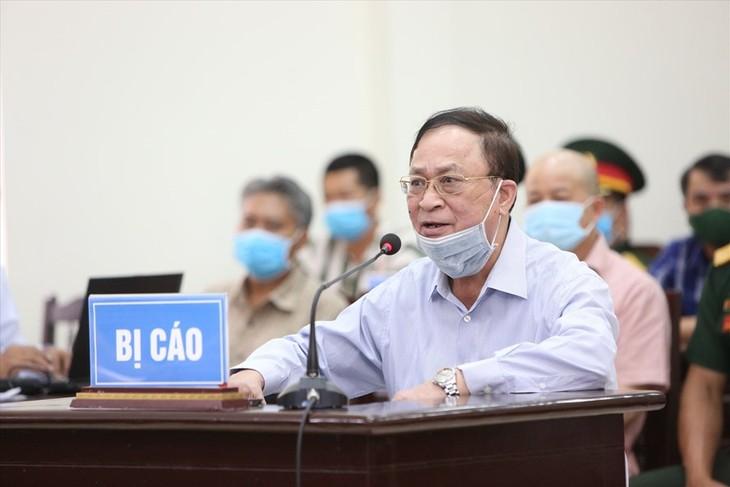 Cựu Thứ trưởng Nguyễn Văn Hiến tại phiên tòa sơ thẩm. Ảnh: Thông tấn quân sự.
