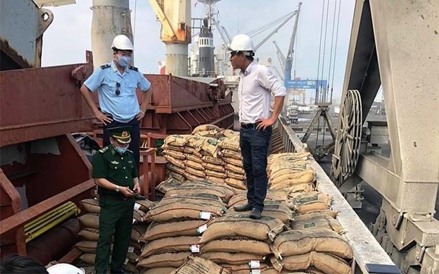 Hàng chục tấn gạo bị bắt giữ.