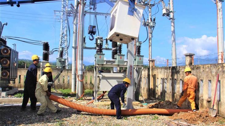 PC Khánh Hòa lắp đặt trạm biến áp lưu động phục vụ chống quá tải trạm mùa nắng nóng