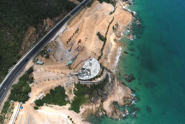 """Hàng loạt dự án ven biển dọc quốc lộ 1D tuyến Quy Nhơn - Sông Cầu """"dính"""" sai phạm."""
