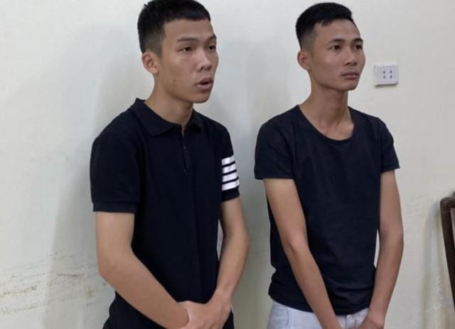 Đối tượng Phạm Xuân Thái (bên trái, đang là học sinh giởi lớp 12)