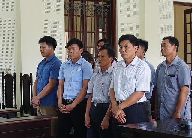 Hàng loạt cán bộ BQL rừng phòng hộ Yên Thành dính án tù do lập hồ sơ khống chiếm đoạt hơn 5 tỷ đồng tiền bồi thường để chia nhau.