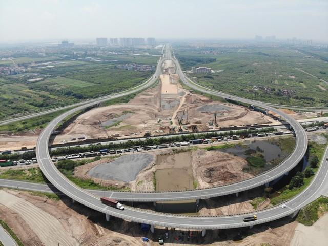 Một nút giao kết nối đường vành đai với cao tốc Hà Nội - Hải Phòng