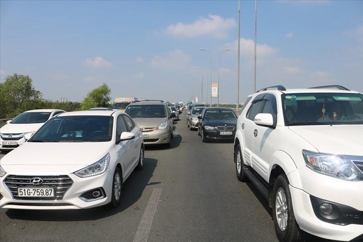 Kẹt xe trên cao tốc TPHCM - Long Thành - Dầu Giây