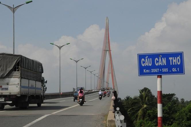 Cao tốc Mỹ Thuận - Cần Thơ có điểm cuối kết nối với Quốc lộ 1 vào cầu Cần Thơ. Ảnh: CK