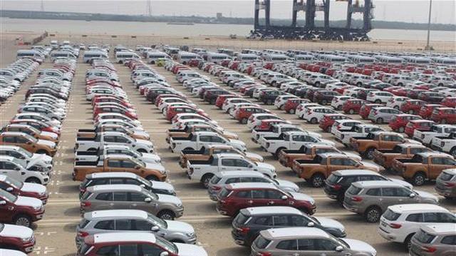Ô tô chở người dưới 16 chỗ phải nhập qua 5 cảng biển quốc tế.