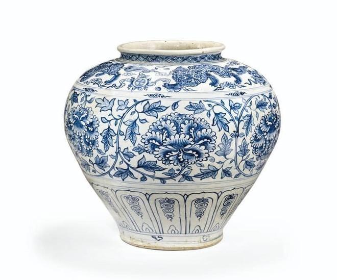 Chiếc chum gốm Việt thế kỷ thứ 15 này bất ngờ đấu giá thành công với hơn 10,6 tỉ đồng. Ảnh: Christies.com
