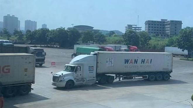 Xe tải chở hàng nhập khẩu vào Trung Quốc phải được mua bảo hiểm phương tiện với giá 86 nhân dân tệ (khoảng 300.000 đồng)