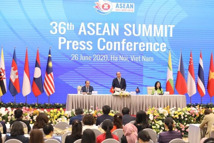 Theo Thủ tướng Nguyễn Xuân Phúc, đẩy lùi dịch Covid-19 và phục hồi kinh tế là 2 nhiệm vụ quan trọng, là lợi ích chung của cộng đồng quốc tế và của chính Trung Quốc và Mỹ. Ảnh: Bộ Ngoại giao