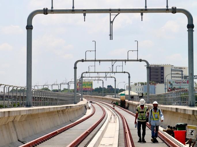 TP HCM cũng đã kiến nghị Chính phủ cho phép 83 chuyên gia người nước ngoài làm việc cho tuyến metro số 1 được nhập cảnh vào TP. Trong ảnh: Tuyến metro số 1 đang thi công