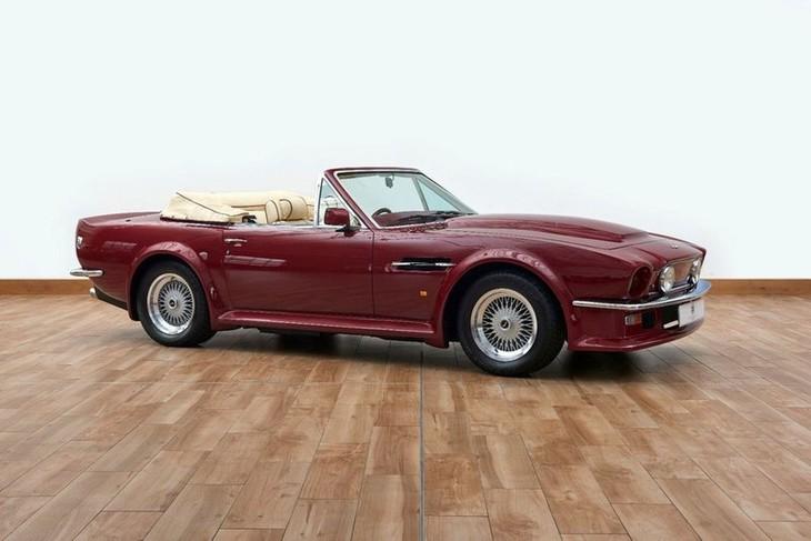 Chiếc Aston Martin V8 Volante 1988, một trong những chiếc xe yêu thích của cựu danh thủ David Beckham Beckham, đang được rao bán trên trang AutoTrader với mức giá 548.808 USD.