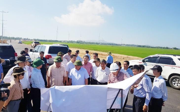 Đoàn công tác thị sát Dự án Đường ven biển (ĐT.639), tỉnh Bình Định . Ảnh Cao Dung