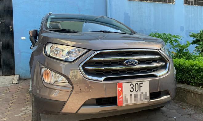 Chiếc xe dán bản đồ Việt Nam không có Hoàng Sa, Trường Sa. Ảnh: H.N.