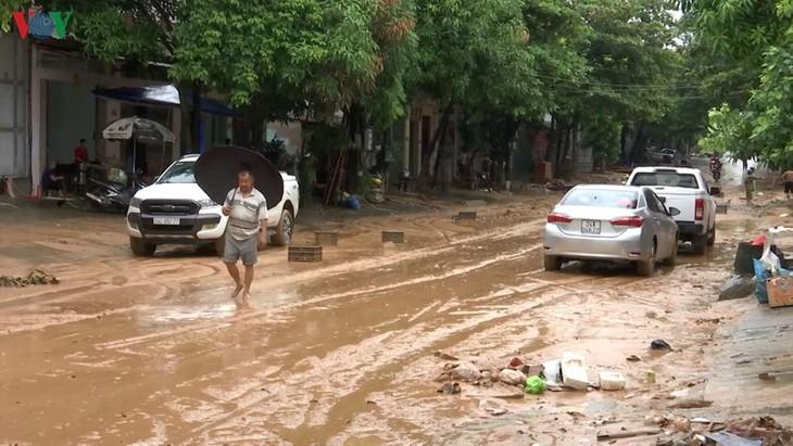 Bùn đất ngập ngụa đường Lê Thanh.