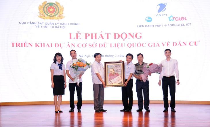 Lễ phát động triển khai dự án Cơ sở dữ liệu quốc gia (CSDLQG) về dân cư