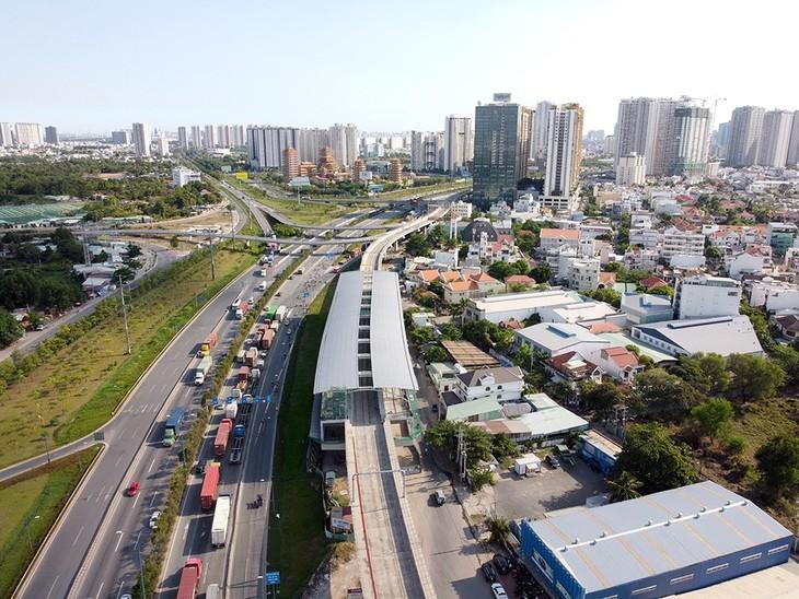 """Hàng loạt dự án nhà cao tầng được xây dựng """"ăn theo"""" tuyến metro số 1 và Xa lộ Hà Nội với giá trung bình trên 40 triệu đồng/m2"""