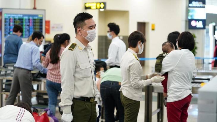 Kiểm tra an ninh hàng không tại sân bay quốc tế Nội Bài