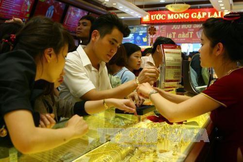 Giá vàng trong nước cuối giờ chiều ngày 24/7 rời khỏi mốc 56 triệu đồng/lượng. Ảnh minh họa: TTXVN