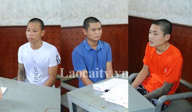 Các đối tượng Phạm Văn Phong, Nguyễn Văn Hữu, Nguyễn Ngọc Khánh (từ trái sang) tại cơ quan Công an. (Ảnh: Công an tỉnh Lào Cai)