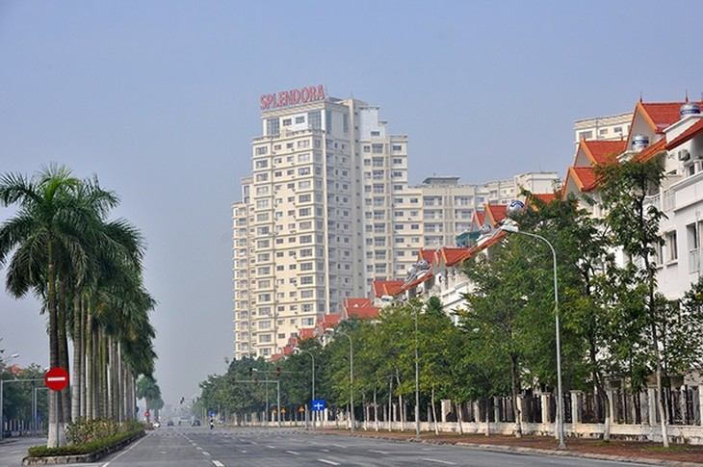 Sau hơn 10 năm triển khai, dự án Khu đô thị mới Bắc An Khánh hay còn gọi là (Splendora) mới chỉ hoàn thành giai đoạn 1, phần còn lại lâu này vẫn là đất trống bỏ hoang hóa