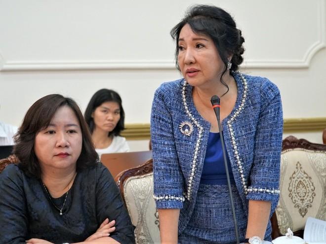 Tổng giám đốc Quốc Cường Gia Lai Nguyễn Thị Như Loan (đứng).