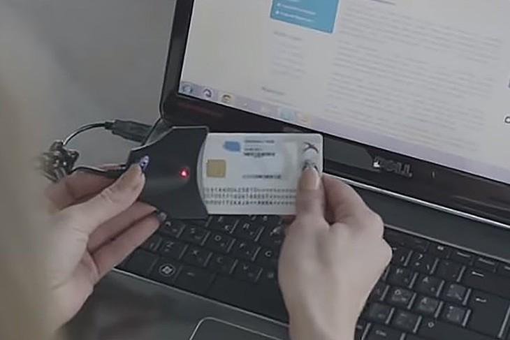 Sử dụng thẻ căn cước công dân điện tử tại Estonia. Ảnh: e-estonia.com.