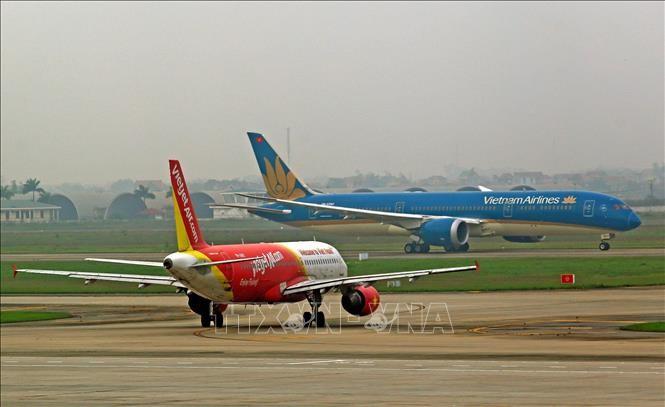 Máy bay của hai hãng hàng không Vietnam Airlines và Vietjet Air. Ảnh: TTXVN
