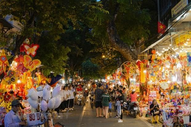 Phố Hàng Mã lung linh sắc đèn khi gần đến ngày Trung Thu. Ảnh: Vietnam+