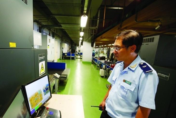Hệ thống một cửa quốc gia và Hệ thống quản lý giám sát hải quan tự động tại sân bay Nội Bài giúp giảm thiểu chi phí và thời gian giải quyết các thủ tục. Nguồn Internet