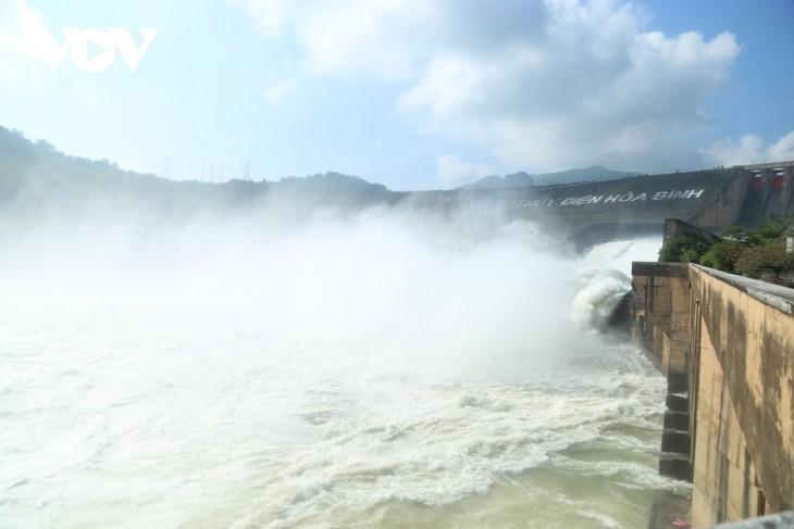 Hồ thủy điện Hòa Bình mở thêm 1 cửa xả vào 16h ngày 2/10