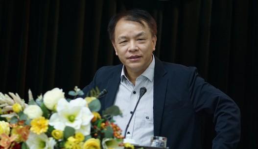 Trợ lý Thường Trực Ban Bí thư - ông Lê Quang Vĩnh báo cáo tại hội nghị báo cáo viên.
