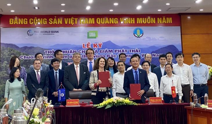 Toàn cảnh lễ ký kết chi trả giảm phát trải vùng Bắc Trung Bộ - Ảnh: VGP