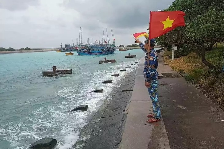 Tàu thuyền tránh trú bão số 9 tại âu tàu của đảo Song Tử Tây, Trường Sa, Khánh Hòa. Ảnh: TTXVN phát