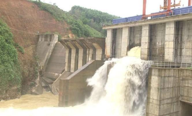 Nhà máy Thủy điện Châu Thắng xả lũ vào lúc 17h ngày 29/10, lưu lượng xả khoảng 76 đến 400m³/s