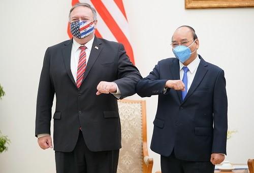 Thủ tướng Nguyễn Xuân Phúc và Ngoại trưởng Hoa Kỳ Michael Pompeo. Ảnh: VGP