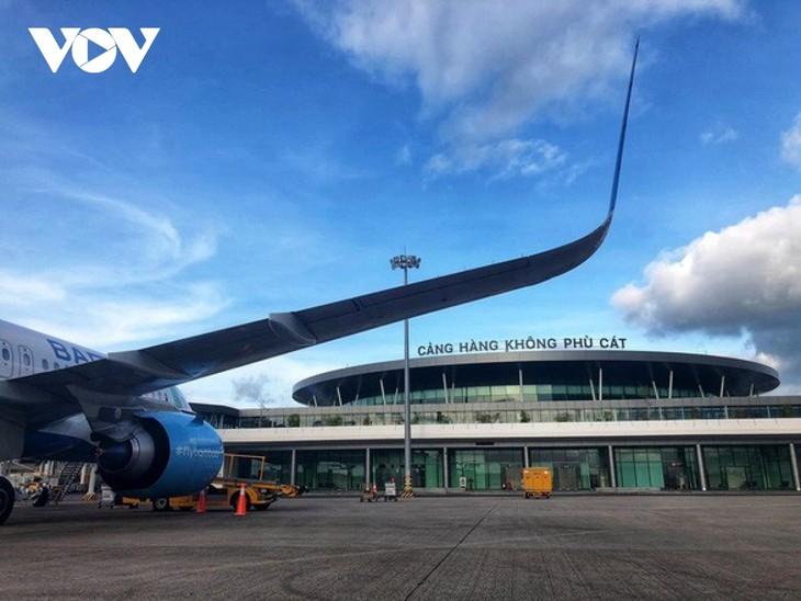Cục Hàng không yêu cầu ngành hàng không, nhất là khu vực miền Trung, Tây Nguyên cần theo dõi chặt chẽ diễn biến của bão số 10 để có phương án đóng, mở sân bay hoặc thay đổi lịch bay đảm bảo an toàn tuyệt đối