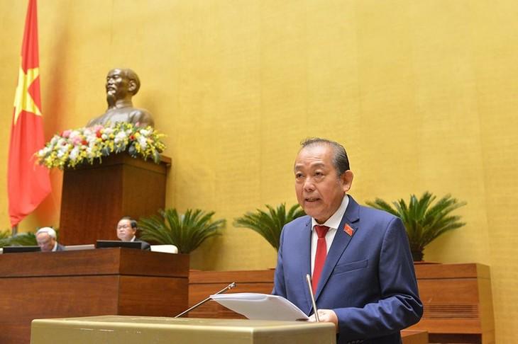 Phó Thủ tướng Thường trực Chính phủ Trương Hoà Bình báo cáo mở đầu phiên chất vấn tại Quốc hội. Ảnh: VGP