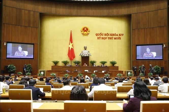 Chủ tịch Quốc hội Nguyễn Thị Kim Ngân chủ trì phiên bế mạc Kỳ họp thứ 10, Quốc hội khóa XIV. Ảnh TTXVN