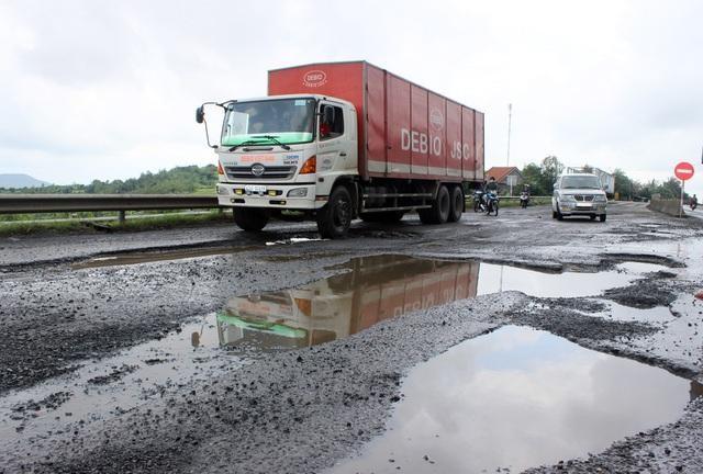 Xem xét thu hồi ủy thác quyền quản lý các tuyến quốc lộ xảy ra hư hỏng