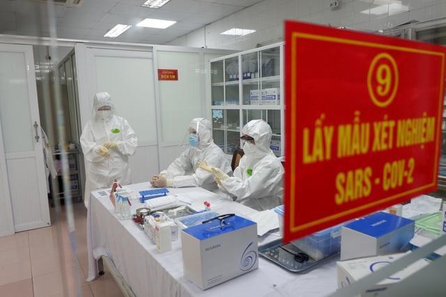 Ngày 1/3, bệnh nhân được lấy mẫu sau ra viện lần 1 và có kết quả dương tính SARS-CoV-2.