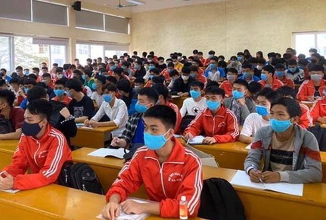 Sinh viên trở lại trường sẽ phải tuân thủ quy định chống dịch nghiêm ngặt. Ảnh: Tiền Phong